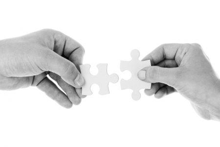 manos_ficha_puzzle_conectar